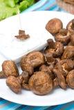 Зажаренные грибы с соусом югурта, концом-вверх стоковое изображение