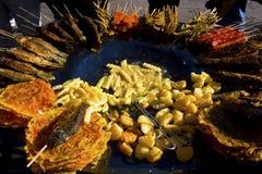 зажаренные едой заедки обочины рынка Стоковое фото RF