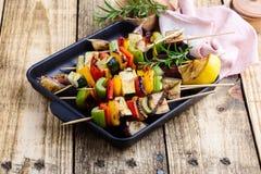 Зажаренные красочные протыкальники овощей, еда vegan стоковая фотография rf