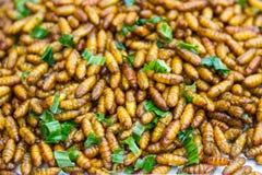 зажаренные насекомые Тайская еда на еде улицы Стоковые Изображения RF