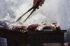 Зажаренные нервюры свинины и красный цикорий стоковые изображения