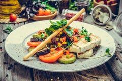 Зажаренные овощи, зажаренный сыр suluguni стоковое изображение rf