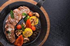 Зажаренные овощи и стейк говядины Стоковая Фотография RF