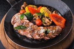 Зажаренные овощи и стейк говядины Стоковые Фотографии RF