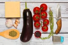 Зажаренные овощи с ингридиентами сыра сырцовыми стоковое изображение rf