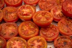 Зажаренные половины томата, который служат с шлихтой chive Стоковое Фото