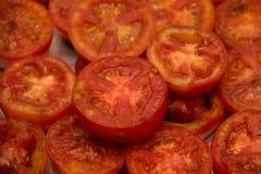 Зажаренные половины томата, который служат с шлихтой chive Стоковое фото RF
