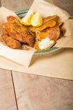 Рыбы и обломоки на деревянной таблице Стоковые Фото