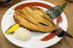 Зажаренные рыбы на плите, японском стиле еды Стоковое фото RF