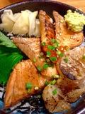 Зажаренные семги и раковины с рисом Японией Стоковое фото RF