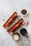 Зажаренные сердца цыпленка, томаты вишни и луки Стоковая Фотография RF