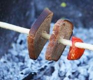 Зажаренные сосиски outdoors Стоковые Фотографии RF