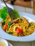 Зажаренные спагетти с продуктом моря Стоковые Изображения RF
