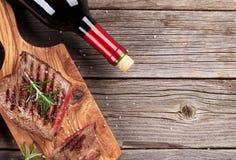 Зажаренные стейк и вино говядины стоковая фотография rf