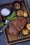 Зажаренные стейк и овощи говядины Стоковое фото RF