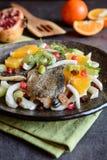 Зажаренные филе форели с салатом Стоковые Изображения RF