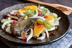 Зажаренные филе форели с салатом Стоковое Фото