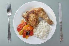 зажаренные цыпленком овощи риса ноги стоковое фото rf