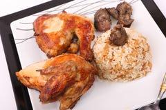 Зажаренные цыплята с едой риса стоковые изображения rf