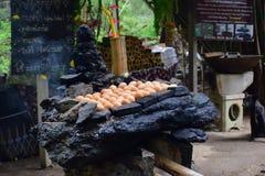 Зажаренные яйца, рынок утра в стране стоковое фото rf