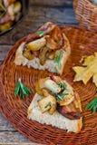 Зажаренные cepes с беконом, чесноком и розмариновым маслом Стоковое Фото