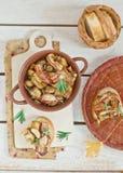 Зажаренные cepes с беконом, чесноком и розмариновым маслом Стоковое Изображение