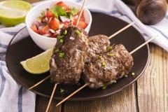 Зажаренные kebabs, взгляд сверху Стоковые Фотографии RF