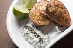 Зажаренные salmon лимон и салат Стоковое Фото