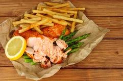 Зажаренные Salmon филе и еда фраев Стоковые Изображения RF