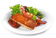 Зажаренные salmon филе и овощи Стоковые Фото