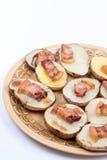 Зажаренный бекон на испеченных картошках с космосом экземпляра Стоковое Изображение
