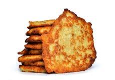 Зажаренный блинчик картошки изолированный на белой предпосылке стоковая фотография rf