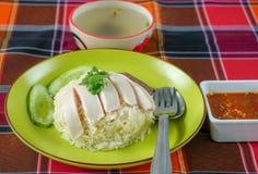 Зажаренный в духовке рис цыпленк цыпленка, испаренный цыпленок и белый рис стоковое изображение rf