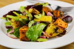 Зажаренный в духовке салат картошки Стоковая Фотография