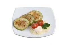 зажаренный в духовке сыром zucchini томатов Стоковое фото RF