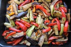 Зажаренный в духовке цыпленк цыпленок на деревянном столе, взгляд сверху Стоковая Фотография RF