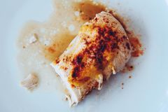 Зажаренный в духовке цыпленк цыпленок с мустардом, карри и паприкой Стоковые Фотографии RF