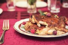 Зажаренный в духовке цыпленк цыпленок с овощами Стоковые Фотографии RF