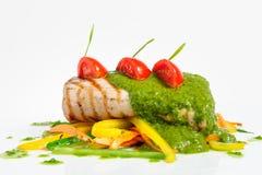 Зажаренный в духовке tenderloin свинины с овощем saute Стоковая Фотография RF