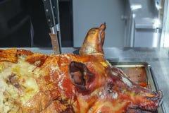 Зажаренный в духовке весь свинина Стоковые Изображения