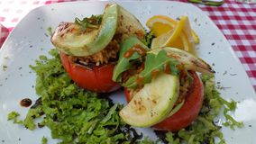 зажаренный в духовке заполненный томат Стоковые Фото