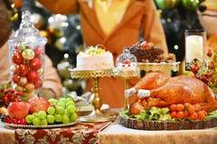 зажаренный в духовке индюк рождество украшает идеи обеда свежие домашние к Стоковые Фотографии RF