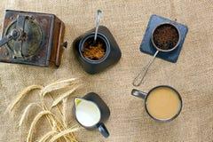 Зажаренный в духовке кофе напитка зерна Стоковое фото RF