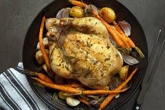 Зажаренный в духовке обедающий цыпленк цыпленка стоковые фото
