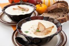 Зажаренный в духовке суп пастернака и груши Стоковое Изображение