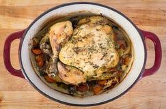 Зажаренный в духовке цыпленк цыпленок в crockpot Стоковые Фотографии RF