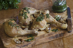Зажаренный в духовке цыпленок чеснока Стоковое Фото