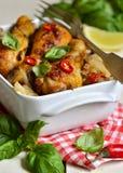 Зажаренный в духовке drumstick цыпленк цыпленка в томатном соусе Стоковые Изображения RF