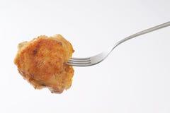 Зажаренный в духовке drumstick цыпленк цыпленка на вилке Стоковое Фото