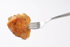 Зажаренный в духовке drumstick цыпленк цыпленка на вилке Стоковые Изображения